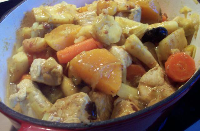 Cocotte de dinde aux légumes d'hiver et fruits secs - Photo par emrich