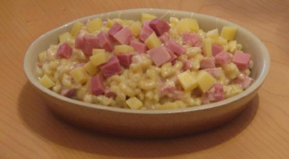 Gratin de coquillettes, jambon, merguez et champignons - Photo par sverin