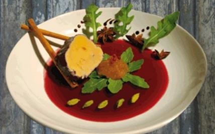Foie gras poché au Chinon et aux épices - Photo par Terre Exotique