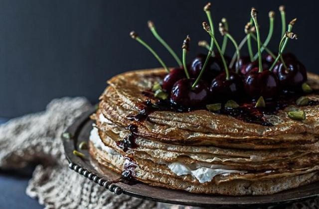 Gâteau de crêpes à la confiture de cerise d'Itxassou - Photo par Festival international de l'image culinaire (FIIC)