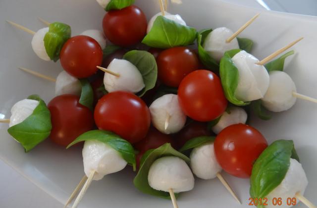 Petits piques tomates mozzarella - Photo par cassie63