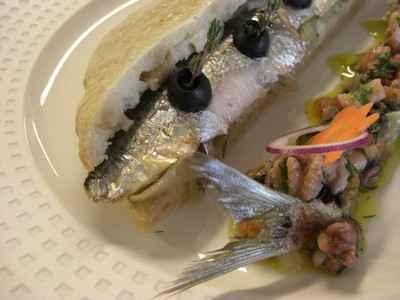 Pissaladière de sardines façon escabèche, condiments crustacés - Photo par 750g