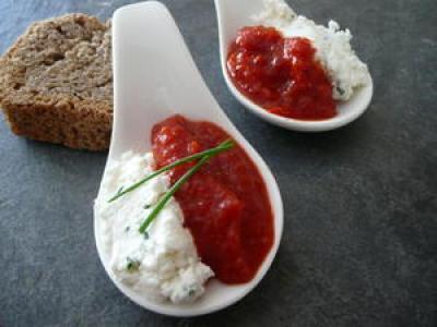 Cuillère apéritive purée de poivron & fromage de chèvre - Photo par findv
