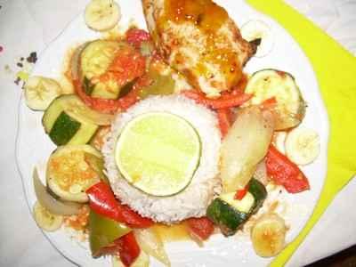 Poulet aux légumes et fruits croquants (recette des îles) - Photo par jujucoO