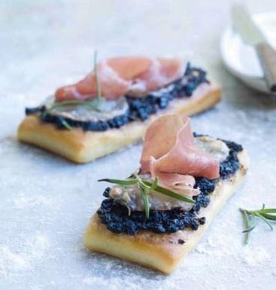 Mini fougasses tapenade et mozzarella - Photo par Francine