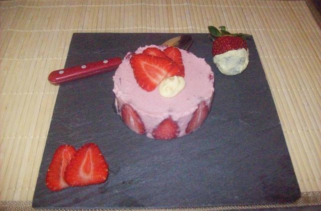 Mousse de fraises garguiette et son cœur de chocolat blanc - Photo par dalyz