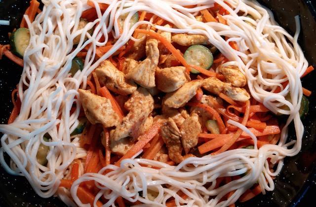 Wok de dinde au curry et nouille chinoise - Photo par dubucl