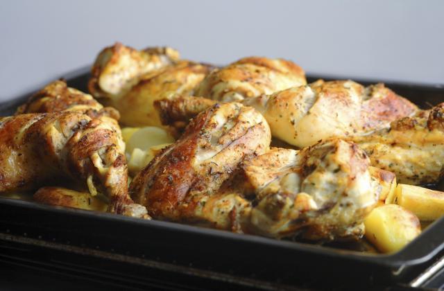 Cuisses de poulet et pomme de terre au four - Photo par oumsaj