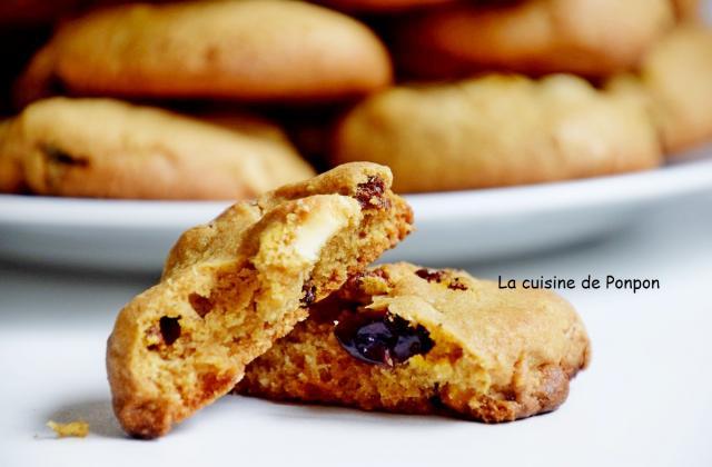 Biscuit au chocolat blanc, baies de goji et canneberges - Photo par Ponpon