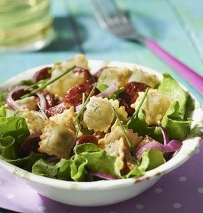 Salade de ravioles et chorizo à la plancha - Photo par Saint Jean