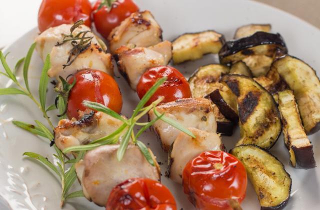Brochettes de râbles de lièvre marinés au vermouth et romarin - Photo par Interprochasse