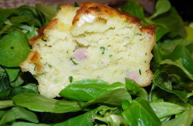 Cake courgette, camembert et saucisse blanche - Photo par cojoca