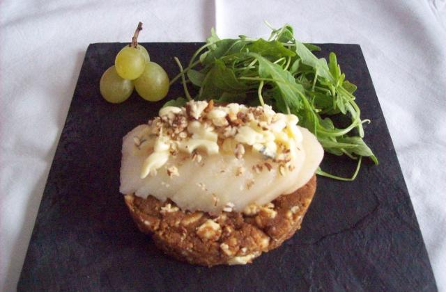 Tartelette de speculoos à la fourme d'ambert et poire - Photo par dalyz