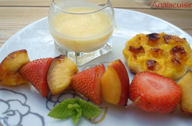 Brochettes de fraises et nectarines, sauce à l'orange - Photo par Anaiscuisine