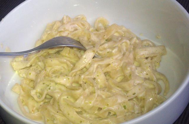 Pâtes sauce parmesan et pistaches - Photo par enviesdecuisine