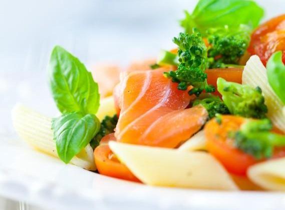 Salade de pâtes au saumon fumé - Photo par sandy
