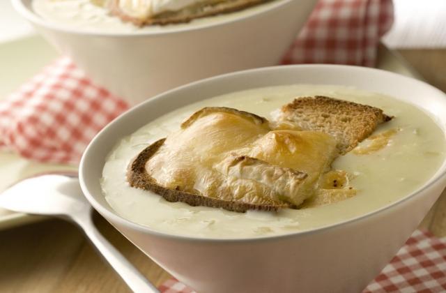 Petites soupes gratinées au camembert Le Rustique - Photo par Quiveutdufromage.com
