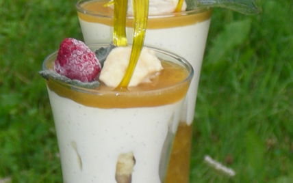 Verrine de reine claude, mousse à la vanille et crumble au chocolat blanc - Photo par membre_253430