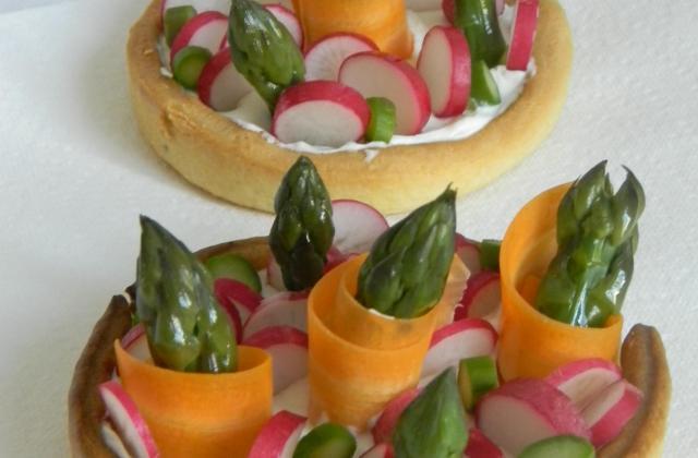 Tartelettes au St Môret et petits légumes de printemps - Photo par sophie