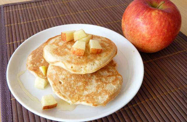Pancakes à la pomme Antarès et coulis d'agave - Photo par Pommes Antarés