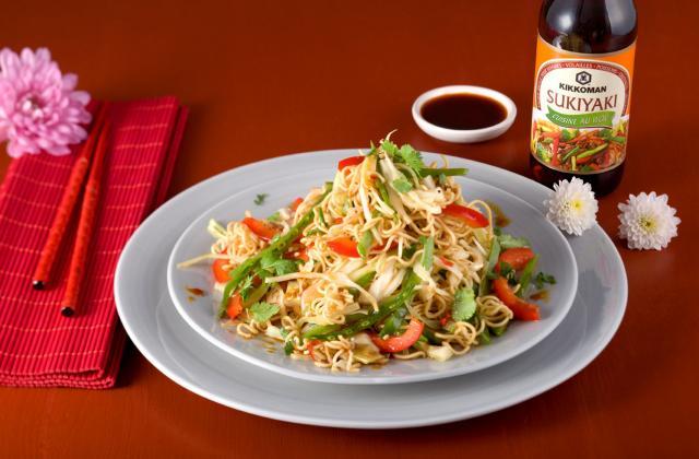 Salade de nouilles asiatiques - Photo par Kikkoman