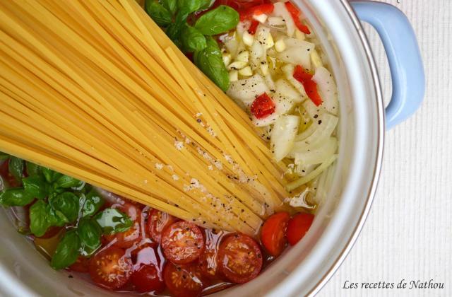 One pot pasta : linguines aux tomates cerise et basilic - Photo par Invité