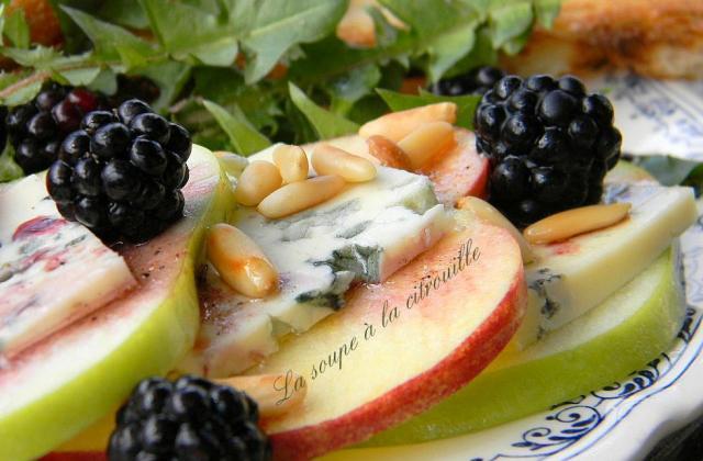 Salade de pommes en duo Fourme d'Ambert et mûres - Photo par La soupe à la citrouille