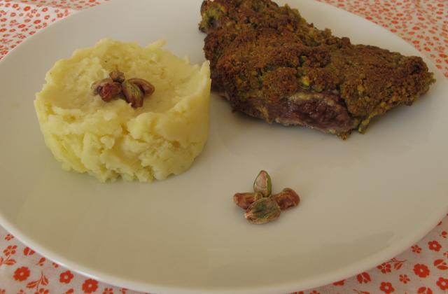 Agneau en croûte de pistache et sa purée de pommes de terre à la graisse d'oie - Photo par eloala
