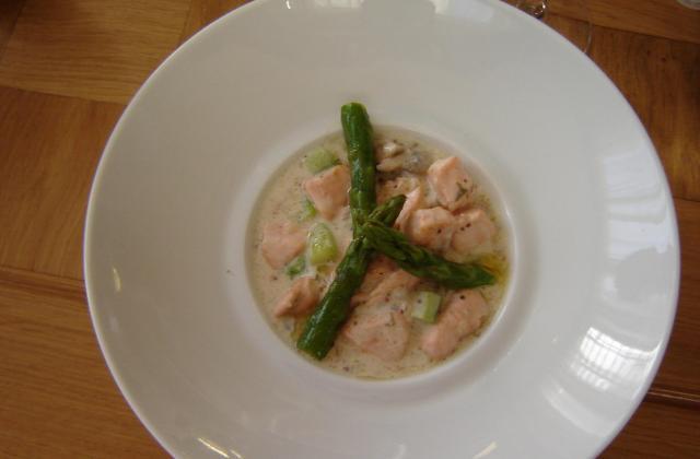 Blanquette de saumon aux asperges fraîches - Photo par ptitelC