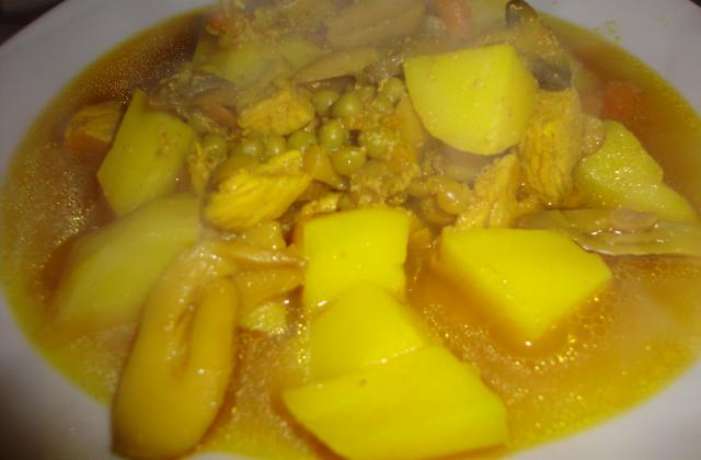 Marqa (ragoût tunisien) aux petits pois carottes, champignons, pommes de terre et poulet - Photo par la cuisine de doudou