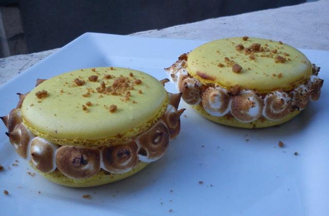 Tarte au citron meringuée servie en macarons - Photo par birouc