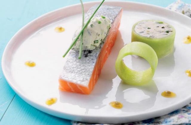 Saumon d'acosse en marinade, fromage à la crème ciboulette, pomme verte, fruit de la passion et concombre - Photo par Elle & Vire