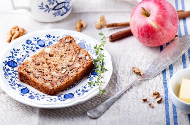 Gâteau aux pommes, noix et cannelle - Photo par 750g