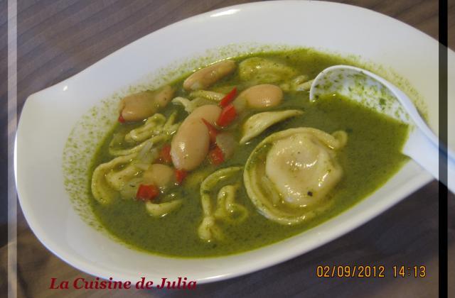Soupe de raviolis  au pesto (in brodo al pesto) - Photo par Julia T