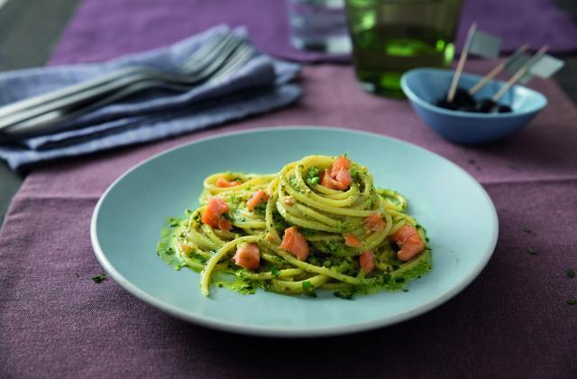 Spaghetti au pesto genovese et au saumon - Photo par Barilla