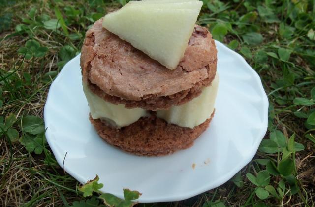 Les poires en millefeuille de macaron chocolaté - Photo par verob