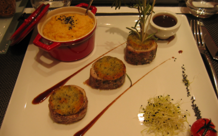 Veau en croûte de brebis sésame romarin et polenta crémeuse - Photo par Orts
