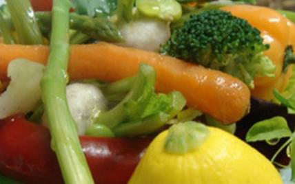 Composition végétale de légumes biologiques d'hier et d'aujourd'hui - Photo par AAPrA