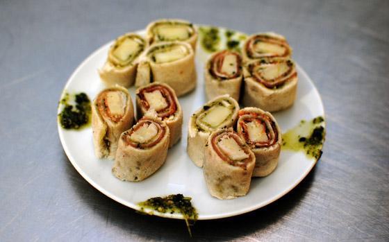 Jambons Aoste - roulés de pesto, cantal et jambon cru - Photo par misslyH