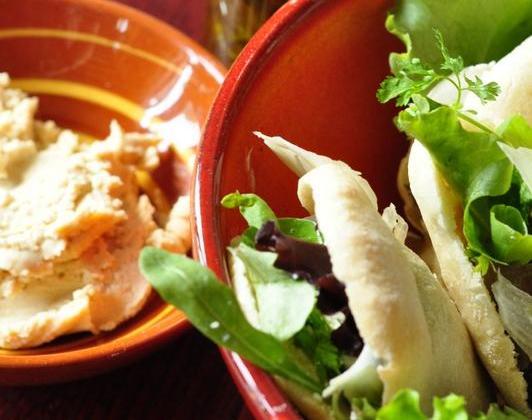 Pitas fraîcheur poulet, houmous et jeunes pousses - Photo par Snapulk