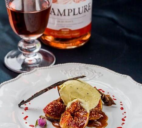 Figues rôties au Vin rosé et épices, Glace à la fève Tonka - Photo par Invité