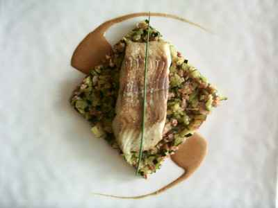 Filets de lieu noir, sauté de courgettes et jambon fumé, jus d'une bisque de homard - Photo par BerqueretVincent