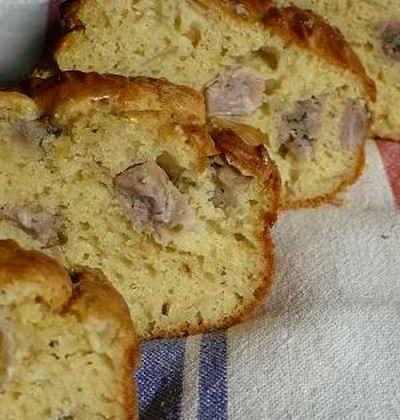 Cake aux oignons rosés confits et à l'andouille de Vire - Photo par agastache29