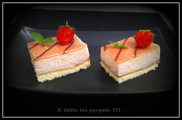 Bavarois au smoothie fraises et bananes - Photo par A table les garçons !!!