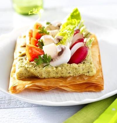 Tarte fine de légumes sur un lit de Tapena® Pois chiches verts à la menthe - Photo par Ensoleil'ades