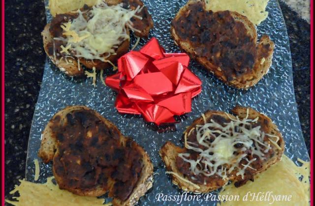"""Mosaïque """"Sardines, tomates, olives noires, ail"""" sur toast grillé façon bruschetta - Photo par hellya"""