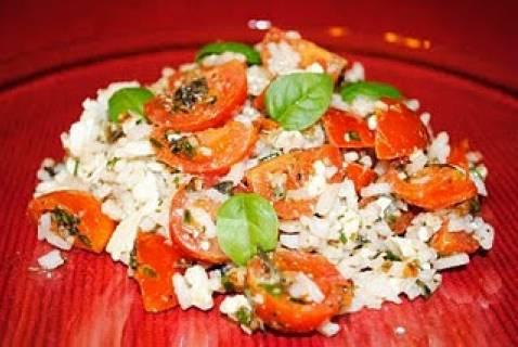 Riz froid avec tomates cerises, féta et fines herbes - Photo par Sonia
