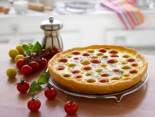 Quiche aux tomates cerises et basilic au fromage à la Crème Elle & Vire - Photo par Quiveutdufromage.com