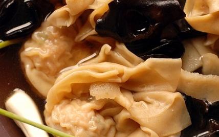 Raviolis à l'asiatique porc crevette aux champignons noirs - Photo par Dorian Nieto