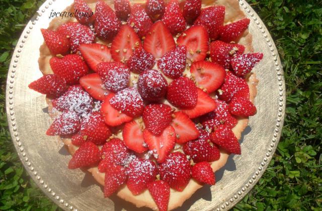 Tarte traditionnelle aux fraises et à la crème pâtissière - Photo par totoliZ